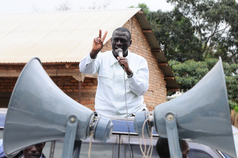 Kiiza Besigye stresses his points on the second day of his campaigns