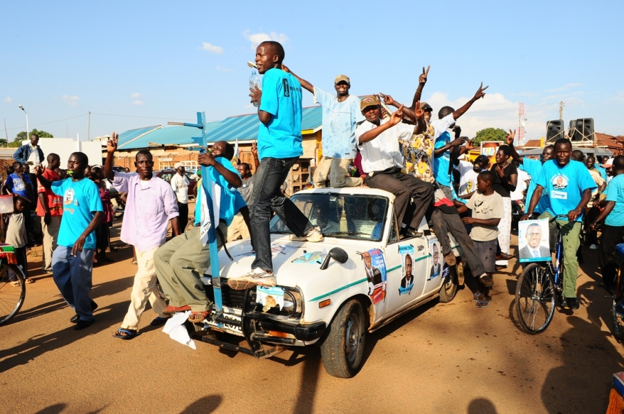 Crazy Kiiza Besigye supporters in Soroti town