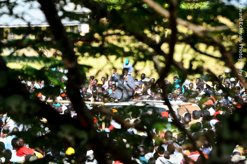 Kizza Besigye addresses a rally in Lwala subcounty in Kaberamaido district