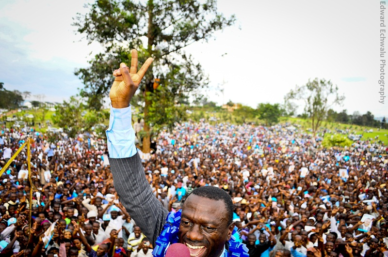 At Booma grounds in Mbarara town, thousands welcomed the IPC candidate Kizza Besigye